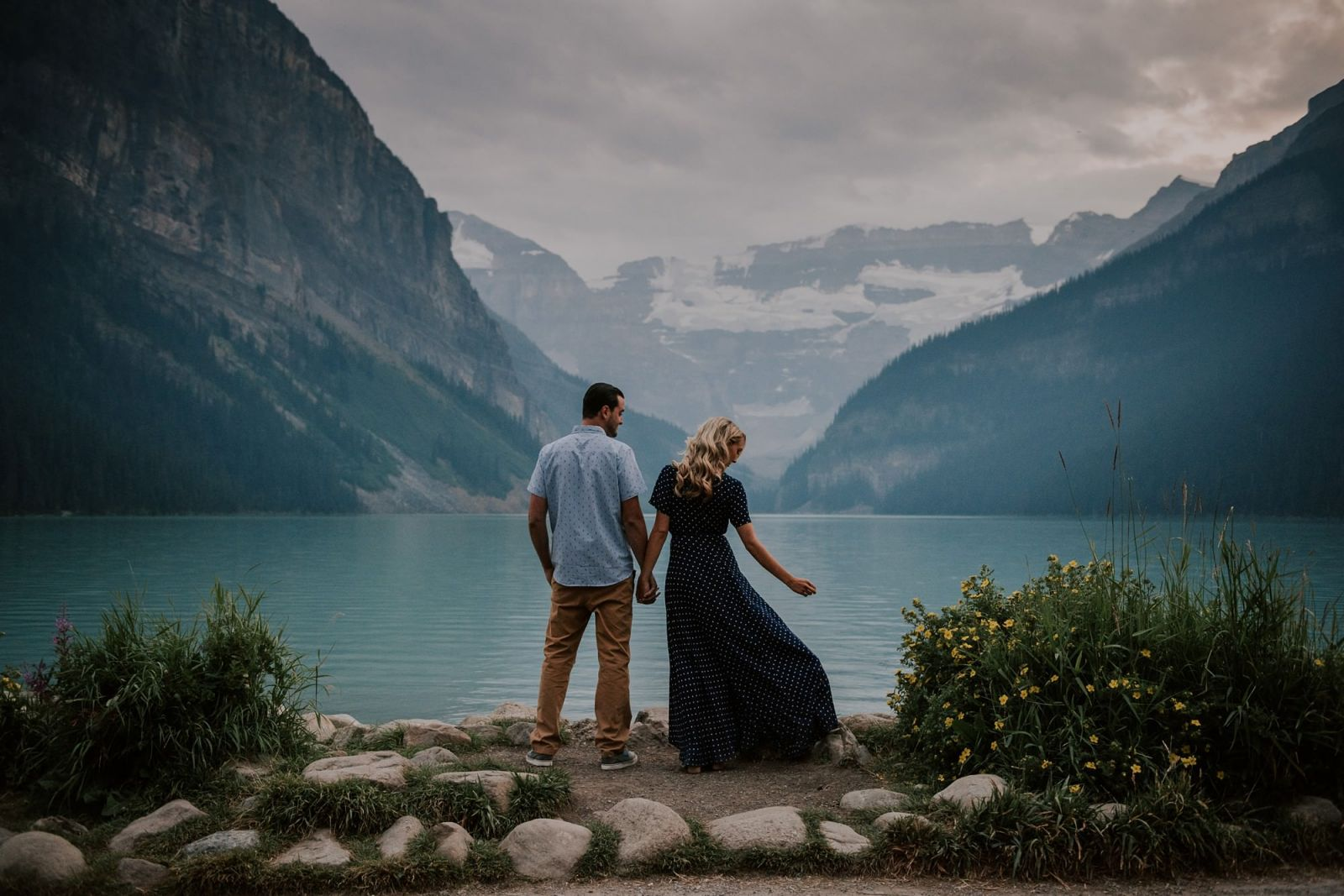 lake louise engagement session at sunset