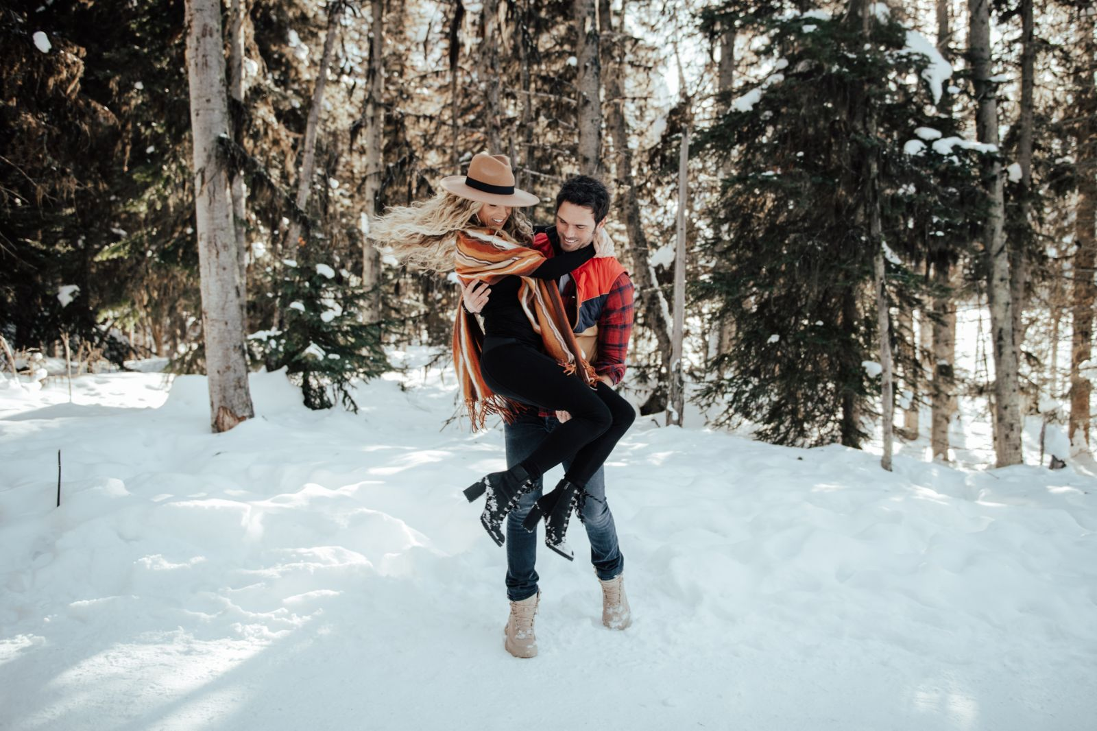 romantic and modern Lake Louise Winter Engagement Session at in Banff