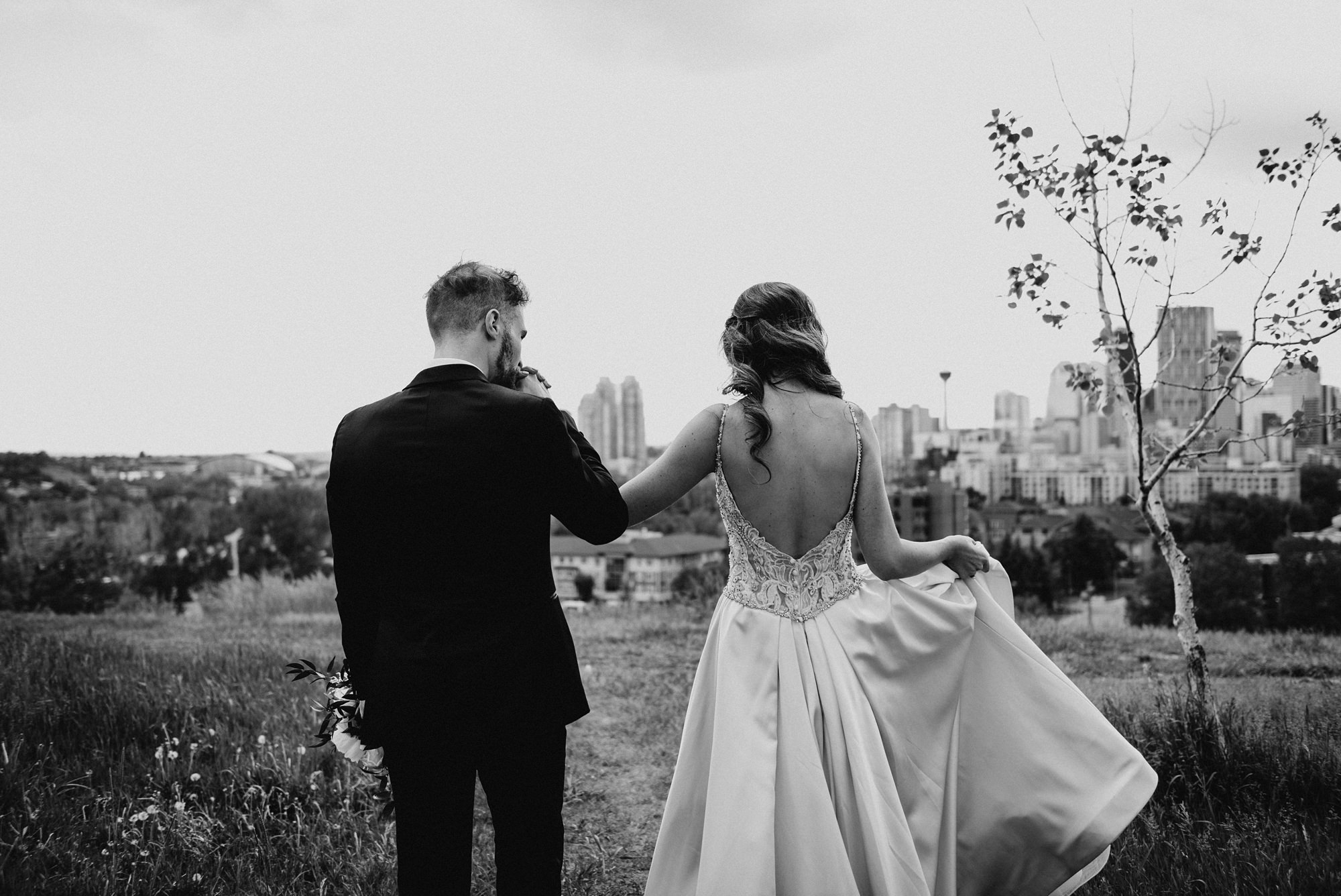 stylish couple walking at tom campell park wedding pictures