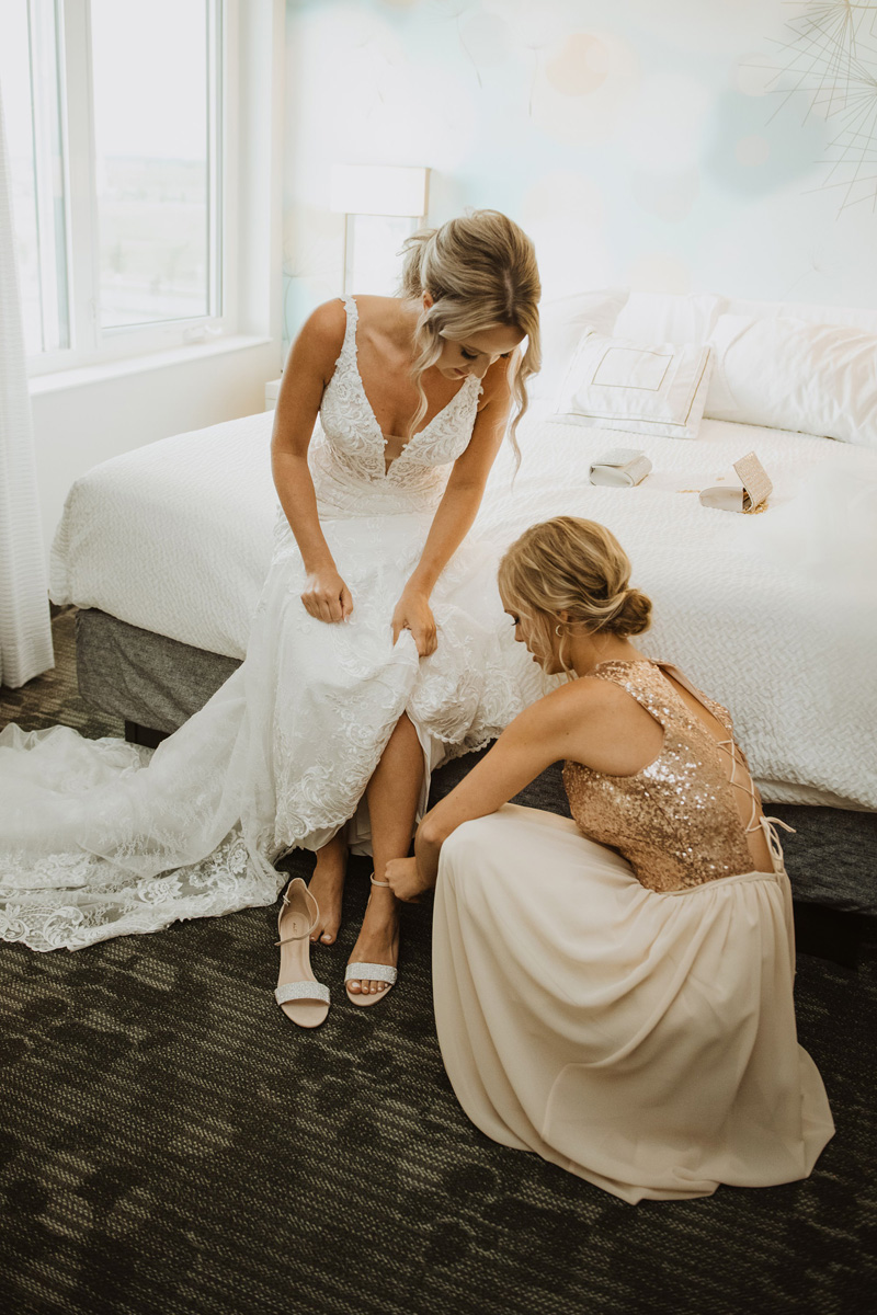 bride and bridesmaids getting ready at hyatt regency calgary