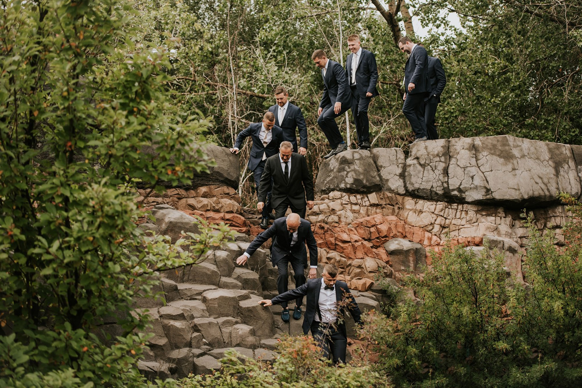 good portrait with groomsmen at calgary zoo